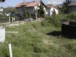 Частен двор в Горна Баня